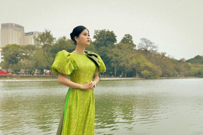 Khác với hình ảnh hài hước trên sân khấu, Lâm Vỹ Dạ lại dịu dàng bất ngờ khi diện áo dài  - Ảnh 2.