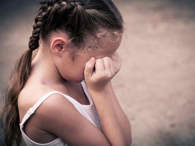 Cho trẻ đi dép cao gót, mặc quần áo bó sát: Cẩn thận hỏng da, hỏng xương khớp của con! - Ảnh 6.