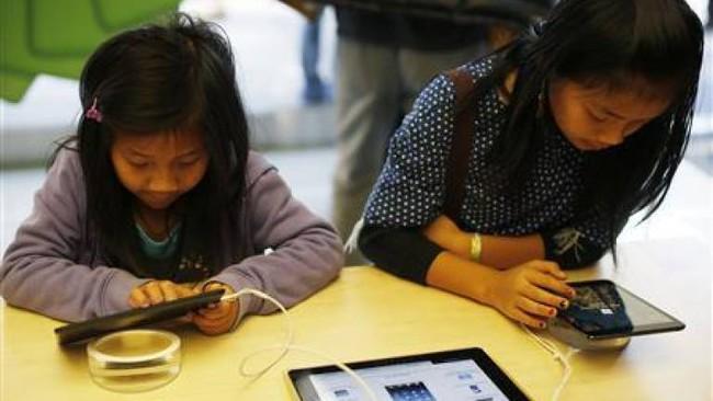 """Internet giống như nước và không khí trong cuộc sống của thế hệ Alpha, vậy cha mẹ cần làm gì để bảo vệ con trước """"thế giới ảo""""? - Ảnh 1."""