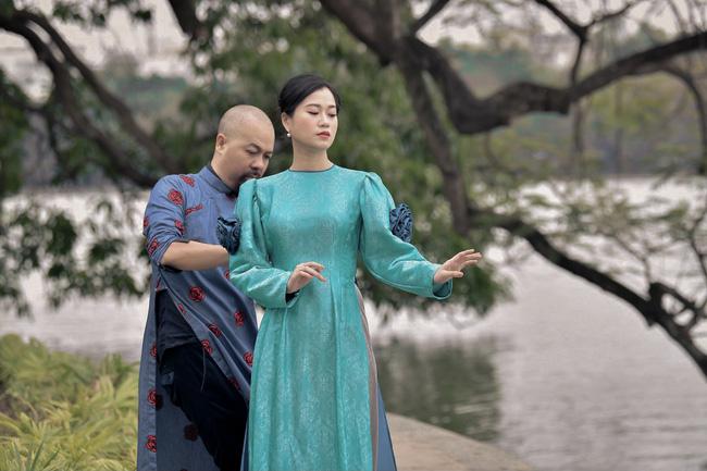 Khác với hình ảnh hài hước trên sân khấu, Lâm Vỹ Dạ lại dịu dàng bất ngờ khi diện áo dài  - Ảnh 6.