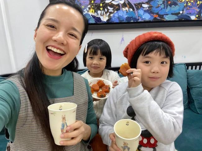 Hot mom Minh Trang khổ tâm kể chuyện 4 nhóc tì nghịch phá trong WC, nhưng nghe kết quả xong ai cũng cười ngặt nghẽo - Ảnh 1.