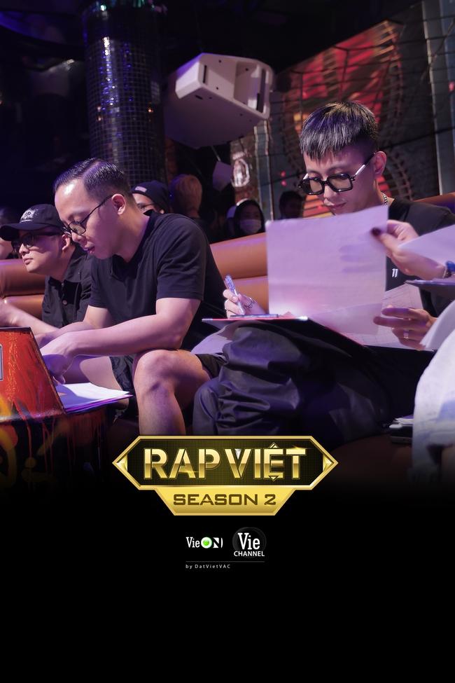 """Rap Việt mùa 2 casting toàn """"quái vật"""": Có cả người từng làm giám khảo với Binz, GDucky khiến dân mạng nháo nhào đồn đoán khi xuất hiện - Ảnh 1."""