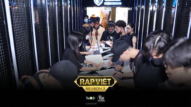 """Rap Việt mùa 2 casting toàn """"quái vật"""": Có cả người từng làm giám khảo với Binz, GDucky khiến dân mạng nháo nhào đồn đoán khi xuất hiện - Ảnh 3."""