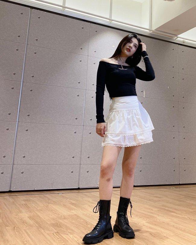 Chị em rất nên học Joy (Red Velvet) cách diện chân váy không chỉ sang chảnh mà còn hack được vài tuổi - Ảnh 5.