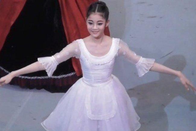 """Cháu gái gia tộc Samsung lộ diện đã lập tức """"gây bão"""" MXH với diện mạo thanh thuần nhưng chiếm trọn spotlight lại là bộ quần áo của cô bé - Ảnh 3."""