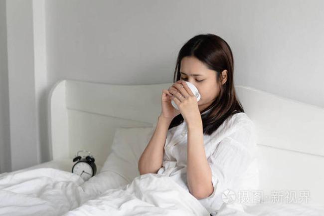 Những triệu chứng này xuất hiện sau khi thức khuya chứng tỏ bạn đã đẩy cơ thể đến mức giới hạn cực độ, nhanh chóng áp dụng 5 biện pháp này để cơ thể bớt tổn thương - Ảnh 3.