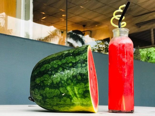 Cơ thể ngay lập tức nhận được 6 điều sau khi bạn ăn dưa hấu - Ảnh 1.