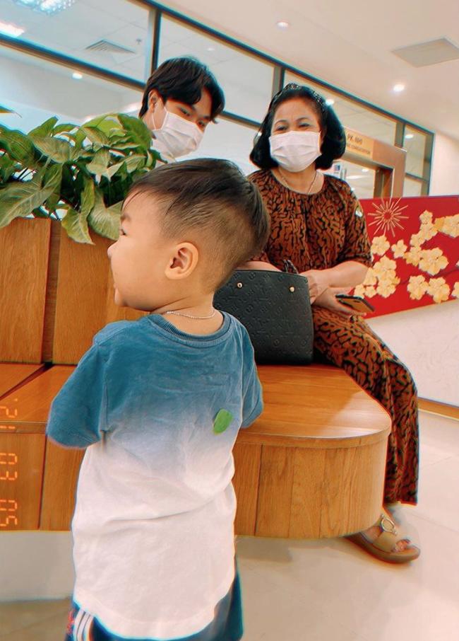 """Sau bức ảnh cho con bú trông rõ khổ, Hòa Minzy quyết định cai sữa cho cậu ấm, tiết lộ """"đi cày"""" kiếm tiền chỉ để làm việc này chứ không phải nuôi con - Ảnh 5."""