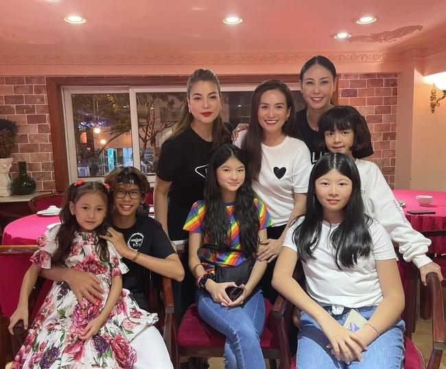 """Nhóm nhóc tì đình đám Vbiz tụ hội, con gái 13 tuổi của Trương Ngọc Ánh chiếm """"spotlight"""" nhờ ngoại hình nổi bật - Ảnh 1."""