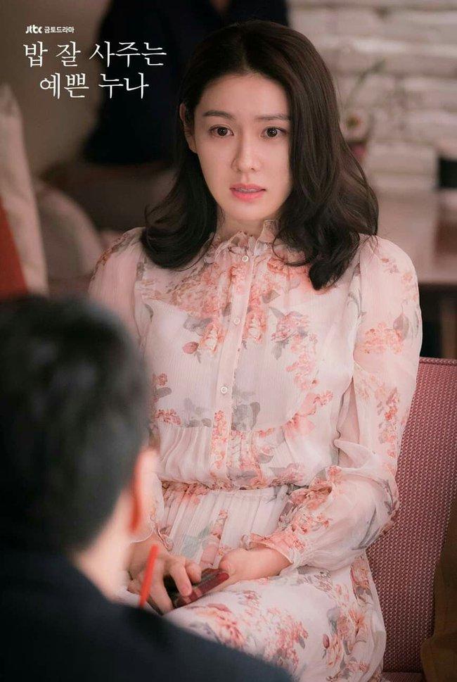 Từ trong phim ra ngoài đời, Son Ye Jin đều tích cực diện một mẫu váy siêu xinh tươi và trẻ trung - Ảnh 5.