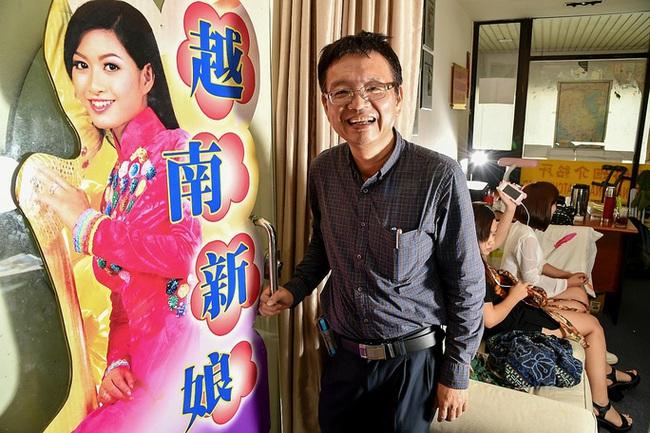 Nỗi thống khổ khốn cùng của cô dâu Việt ở Singapore, bị chồng bỏ đói suốt 7 ngày, mang con đi trốn rồi lại về vì không biết trôi dạt nơi nào - Ảnh 1.