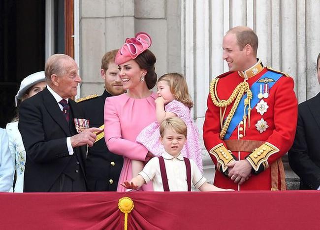 """""""Vạ miệng"""" khi nói sẵn sàng tha thứ cho hoàng gia, Meghan Markle nhận cái kết đắng ngắt, Công nương Kate thì được khen ngợi hết lời - Ảnh 5."""