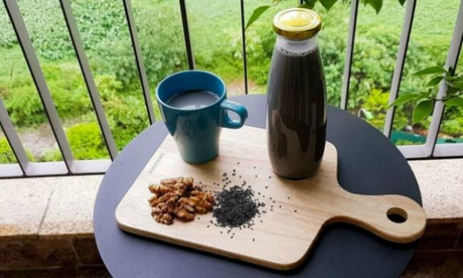 Có một loại sữa hạt đen sì nhưng nếu uống hàng ngày, da dẻ chị em sẽ hồng hào lên trông thấy, lại còn hỗ trợ giảm cân nữa chứ! - Ảnh 9.