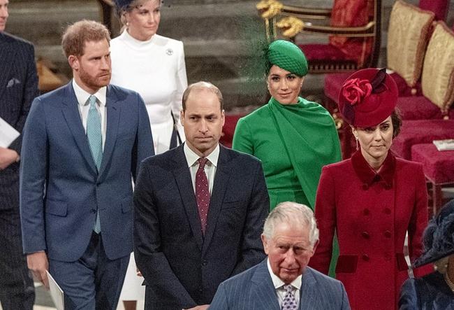 """Quyết định tinh tế của Nữ hoàng Anh trước khi tang lễ Hoàng tế Philip được cử hành: Không chỉ giữ """"thể diện"""" cho Harry mà còn tránh tạo ra """"drama"""" - Ảnh 3."""