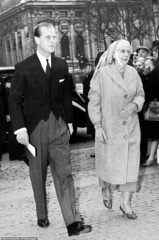 Chuyện ít biết về người phụ nữ vô cùng quan trọng với Hoàng tế Philip: Mắc tật câm điếc bẩm sinh, phát bệnh tâm thần vì lý do bí ẩn và cái chết thanh thản ở Cung điện Buckingham - Ảnh 7.
