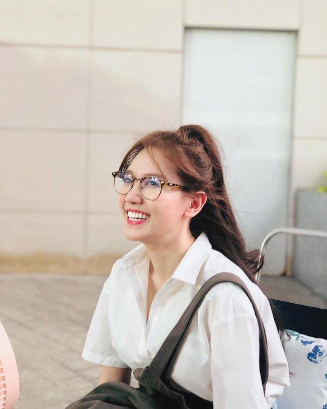 Đáng nhẽ Hari Won nên mặc áo sơ mi nhiều hơn vì lần nào diện trông cô cũng trẻ đẹp hết cỡ - Ảnh 5.