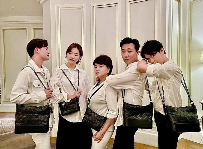 Đáng nhẽ Hari Won nên mặc áo sơ mi nhiều hơn vì lần nào diện trông cô cũng trẻ đẹp hết cỡ - Ảnh 3.