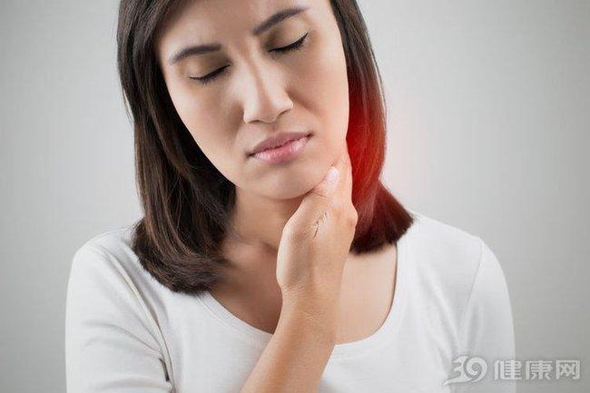 Người phụ nữ bị nghẹt tai, tưởng là ráy tai nhưng lại được chẩn đoán mắc ung thư - Ảnh 4.