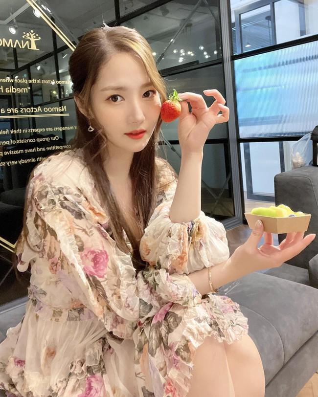 """Style của Park Min Young ngày càng thăng hạng """"dữ dội"""", hay là yêu rồi nên vậy? - Ảnh 5."""