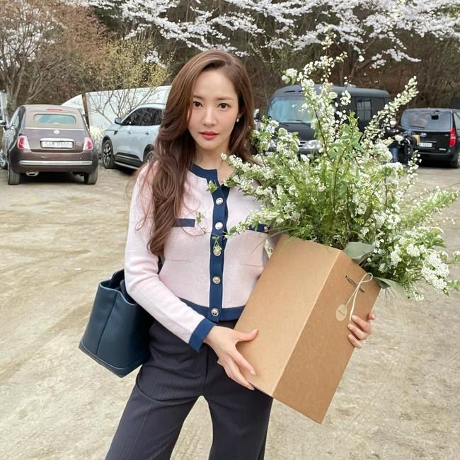 """Style của Park Min Young ngày càng thăng hạng """"dữ dội"""", hay là yêu rồi nên vậy? - Ảnh 8."""