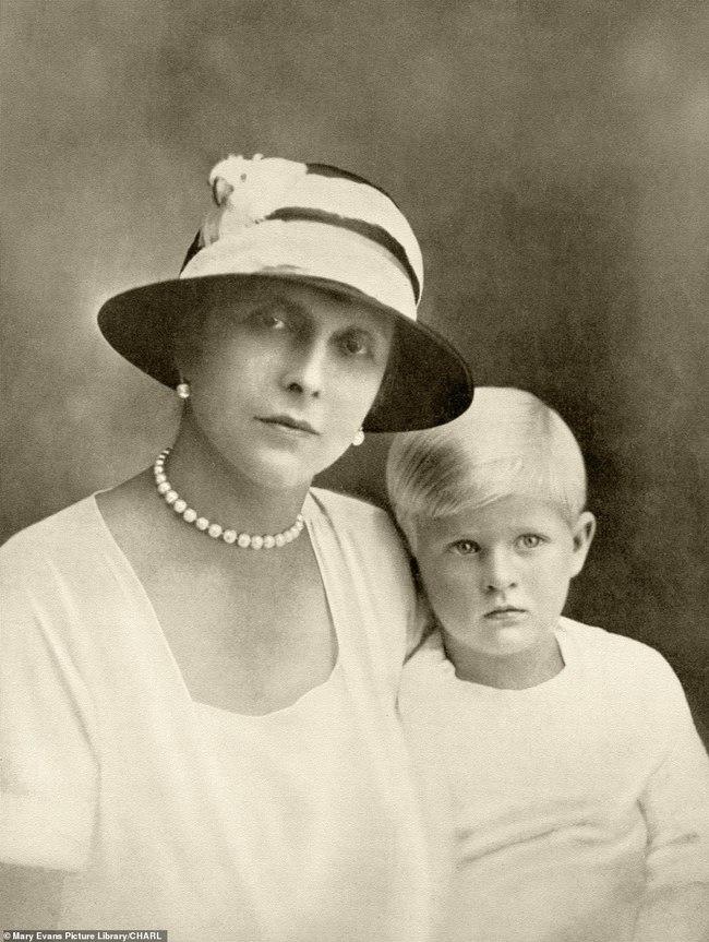 Chuyện ít biết về người phụ nữ vô cùng quan trọng với Hoàng tế Philip: Mắc tật câm điếc bẩm sinh, phát bệnh tâm thần vì lý do bí ẩn và cái chết thanh thản ở Cung điện Buckingham - Ảnh 5.
