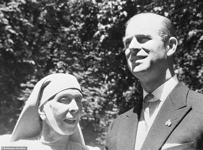 Chuyện ít biết về người phụ nữ vô cùng quan trọng với Hoàng tế Philip: Mắc tật câm điếc bẩm sinh, phát bệnh tâm thần vì lý do bí ẩn và cái chết thanh thản ở Cung điện Buckingham - Ảnh 8.