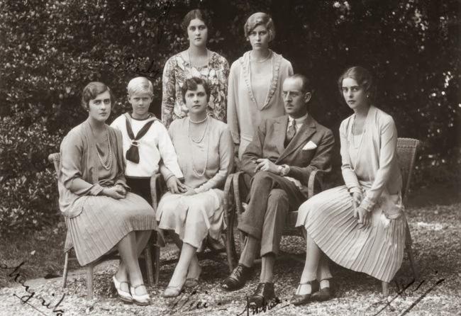 Chuyện ít biết về người phụ nữ vô cùng quan trọng với Hoàng tế Philip: Mắc tật câm điếc bẩm sinh, phát bệnh tâm thần vì lý do bí ẩn và cái chết thanh thản ở Cung điện Buckingham - Ảnh 3.