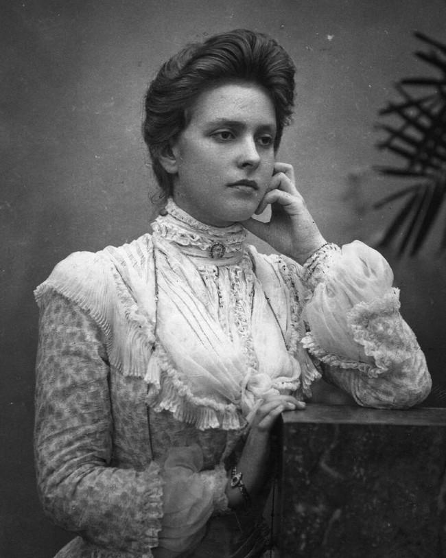 Chuyện ít biết về người phụ nữ vô cùng quan trọng với Hoàng tế Philip: Mắc tật câm điếc bẩm sinh, phát bệnh tâm thần vì lý do bí ẩn và cái chết thanh thản ở Cung điện Buckingham - Ảnh 2.