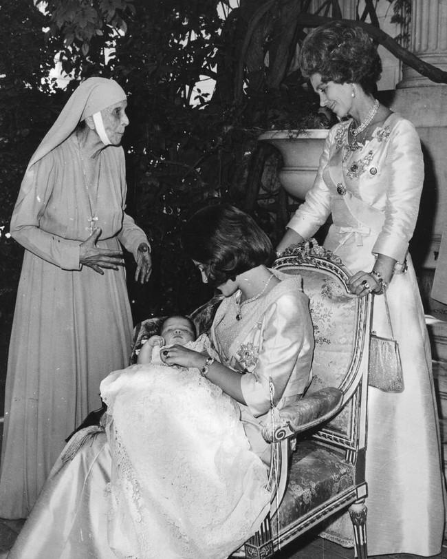 Chuyện ít biết về người phụ nữ vô cùng quan trọng với Hoàng tế Philip: Mắc tật câm điếc bẩm sinh, phát bệnh tâm thần vì lý do bí ẩn và cái chết thanh thản ở Cung điện Buckingham - Ảnh 6.