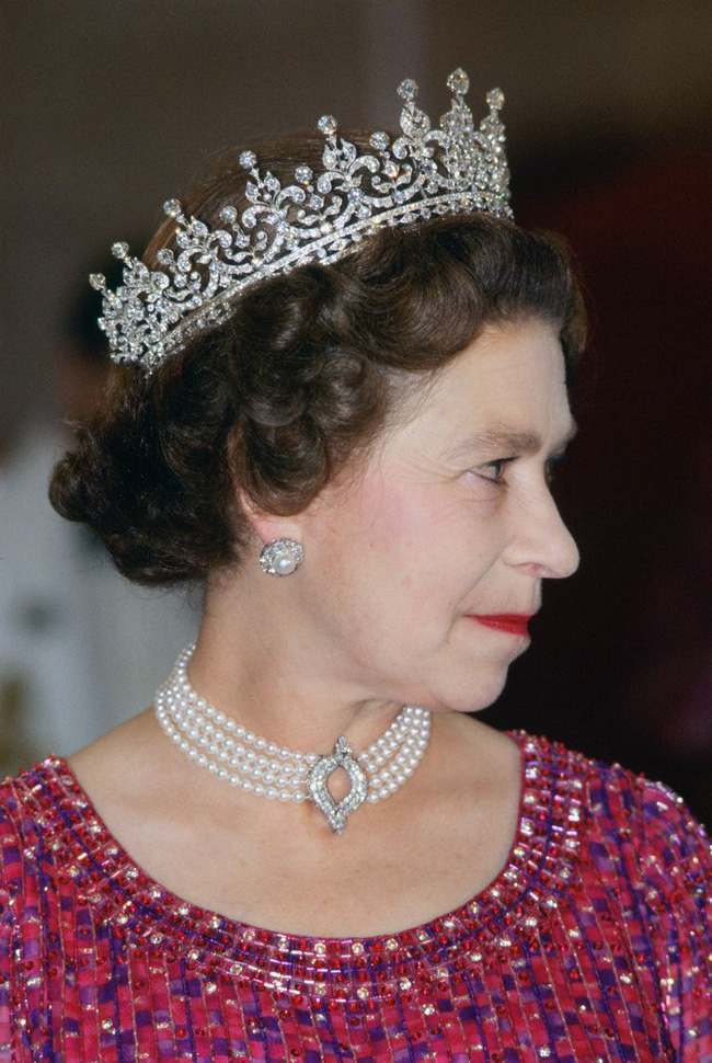 Bóc tách trang phục của Kate Middleton trong tang lễ Hoàng tế Philip để thấy cô được lòng Nữ hoàng Anh như thế nào - Ảnh 2.