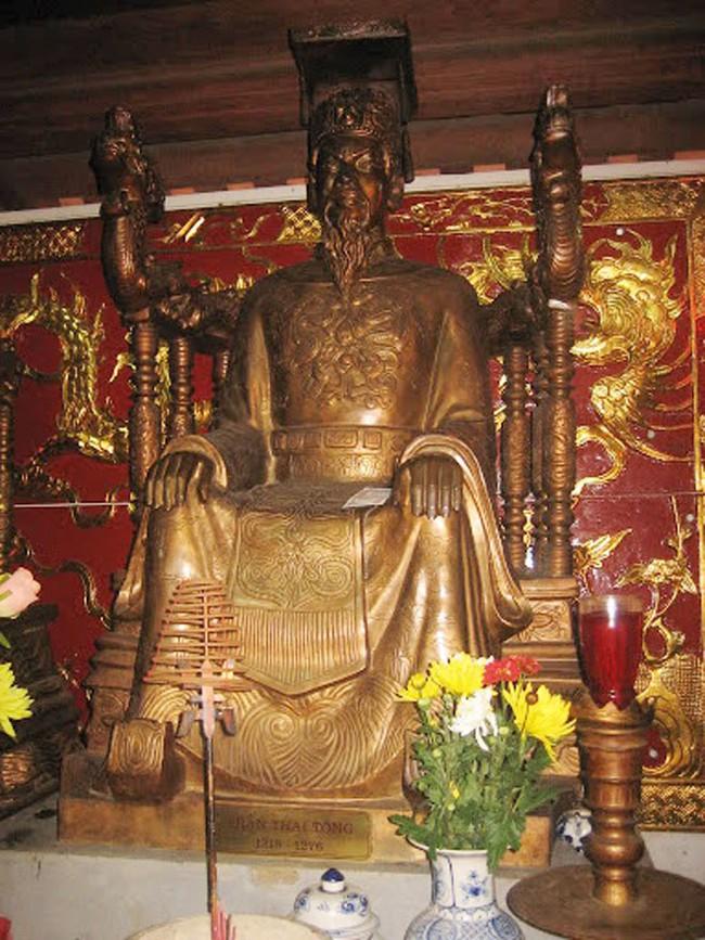Nữ hoàng đế duy nhất của Việt Nam và chuyện tình bi kịch: Phải nhường ngôi cho chồng khi 7 tuổi, không thể sinh con nên chồng cưới chị dâu đang mang thai làm Hậu! - Ảnh 6.