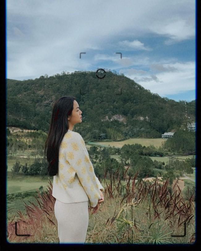 """Phạm Quỳnh Anh ngày càng mặc đẹp và còn khéo tạo dáng chụp hình để khoe điểm """"nảy nở"""" cực phẩm này - Ảnh 6."""