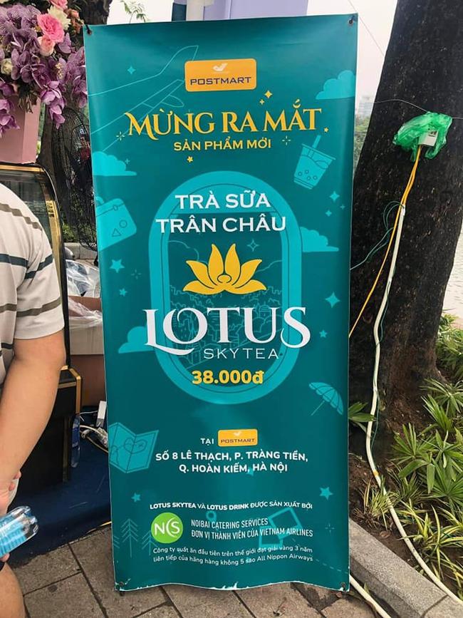 """Bất ngờ xuất hiện trà sữa chân châu với tên gọi """"Lotus Sky team"""" của Vietnam Airlines làm bao người thích thú kéo nhau lên bờ hồ Hoàn Kiếm thưởng thức - Ảnh 2."""