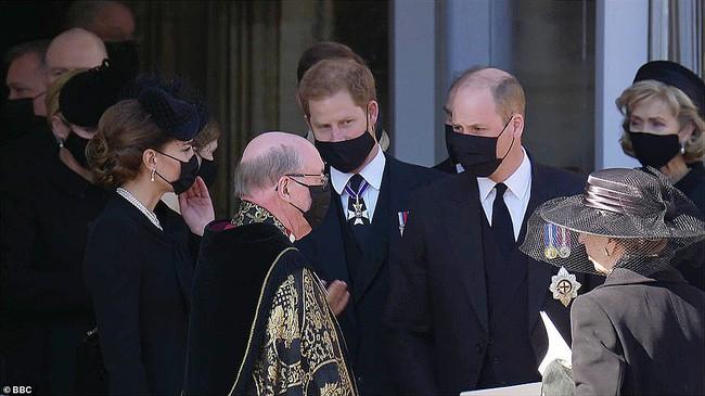 Chỉ một khoảnh khắc, Công nương Kate đã chứng minh cho cả thế giới thấy sự tinh tế của mình, dân mạng đồng loạt khen ngợi hết lời - Ảnh 4.