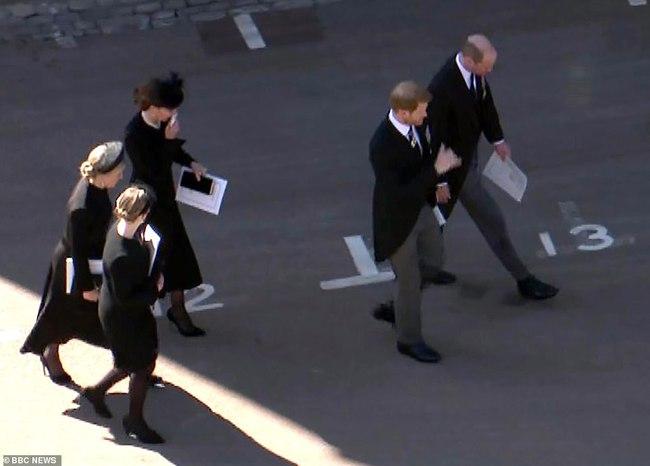Chỉ một khoảnh khắc, Công nương Kate đã chứng minh cho cả thế giới thấy sự tinh tế của mình, dân mạng đồng loạt khen ngợi hết lời - Ảnh 6.