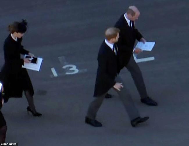 Chỉ một khoảnh khắc, Công nương Kate đã chứng minh cho cả thế giới thấy sự tinh tế của mình, dân mạng đồng loạt khen ngợi hết lời - Ảnh 7.