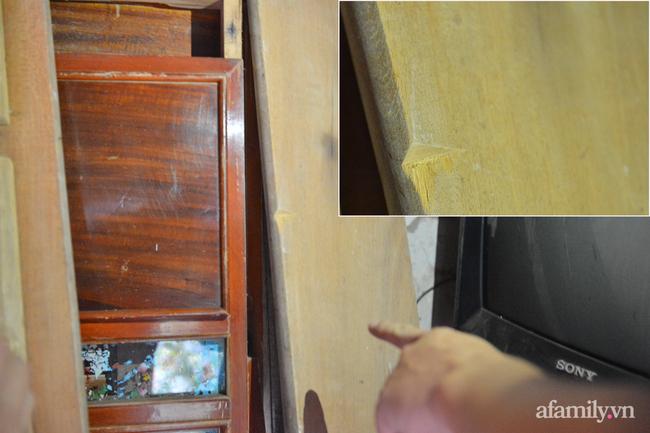 Chiếc giường 30 năm bất ngờ được xếp gọn xuống căn nhà cũ, trước đó đã được cọ rửa sạch