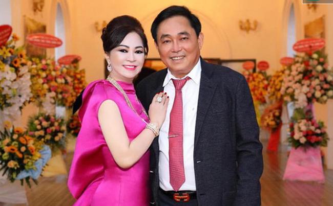 """Ông Huỳnh Uy Dũng phát sóng trực tiếp cùng vợ, chia sẻ về chuyện vợ mình nói ra từ """"đám nghệ sĩ"""" không phải là xem thường, mà là mong họ nói ra tiếng lòng - Ảnh 1."""