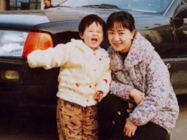 Dương Tử đăng ảnh mẹ đóng phim, netizen kêu gào về nhan sắc và lôi cả chuyện phẫu thuật thẩm mỹ ra mắng - Ảnh 3.