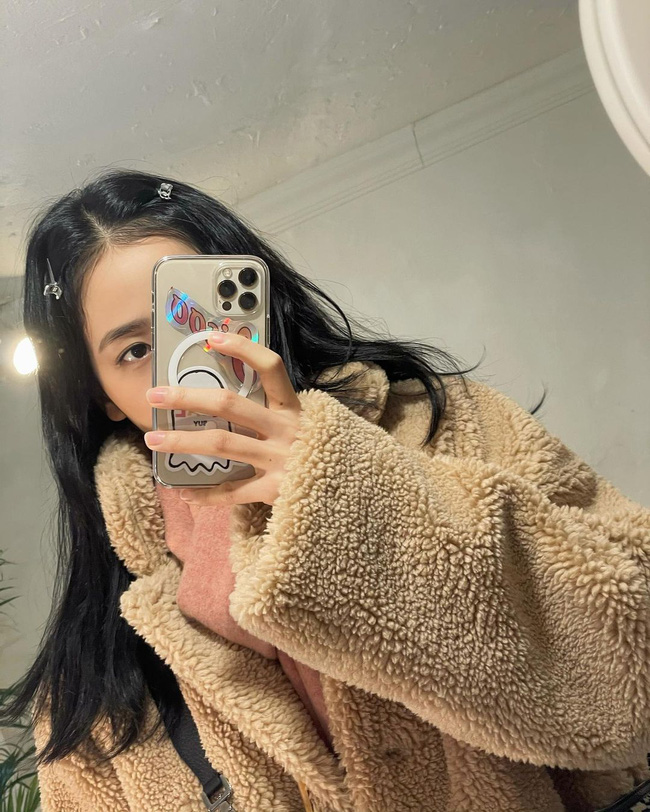 """Jisoo đúng là """"thánh selfie trước gương"""": Ảnh đã long lanh còn khoe được nhan sắc đỉnh cao, style xịn mịn - Ảnh 6."""