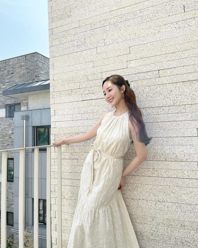 """Ngắm sao Hàn diện váy trắng xinh như mộng, chị em sẽ không tiếc tiền sắm cả """"lố"""" về để nâng cấp style - Ảnh 8."""