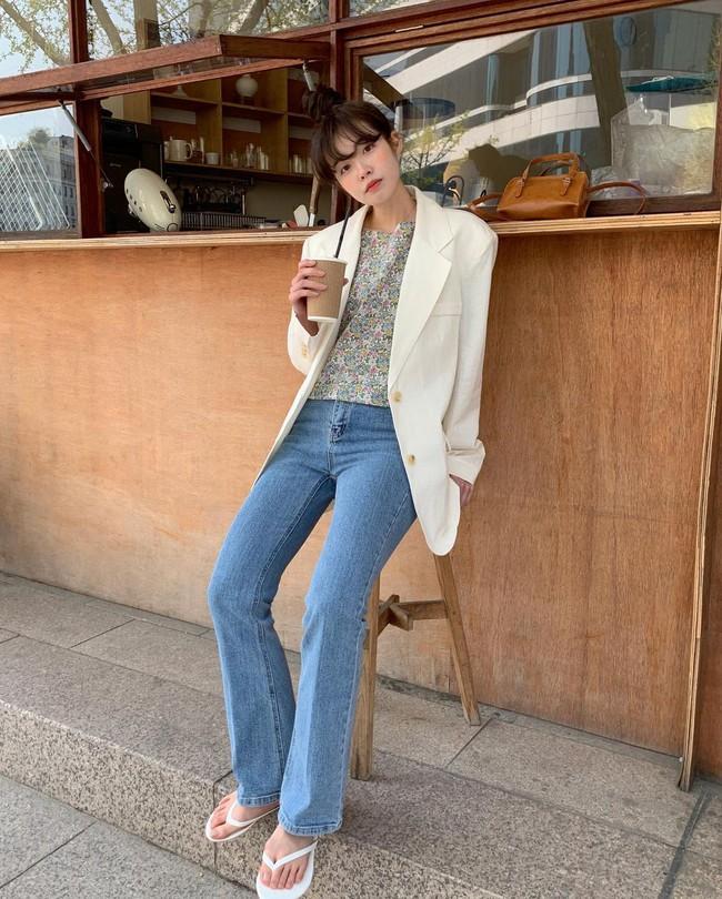 10 cách diện áo hoa cực xinh yêu từ gái Hàn, áp dụng theo thì style chỉ có chuẩn sang xịn - Ảnh 3.