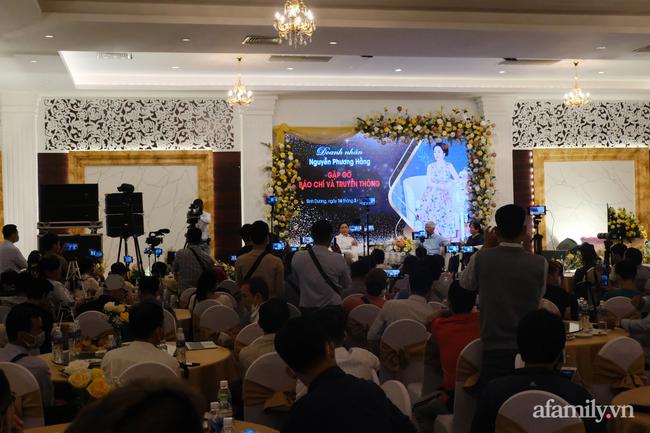 """Bà Nguyễn Phương Hằng giải thích việc bị tố vô ơn với """"thần y"""": Tìm mọi cách cứu chồng là bản năng của phụ nữ - Ảnh 4."""