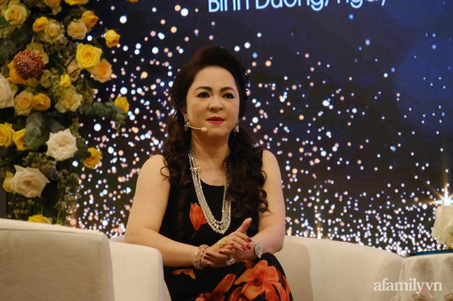 """Bà Nguyễn Phương Hằng giải thích việc bị tố vô ơn với """"thần y"""": Tìm mọi cách cứu chồng là bản năng của phụ nữ - Ảnh 8."""