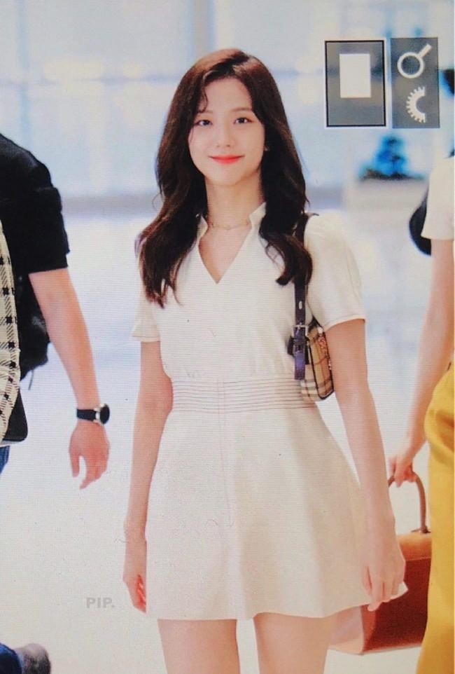 """Ngắm sao Hàn diện váy trắng xinh như mộng, chị em sẽ không tiếc tiền sắm cả """"lố"""" về để nâng cấp style - Ảnh 9."""