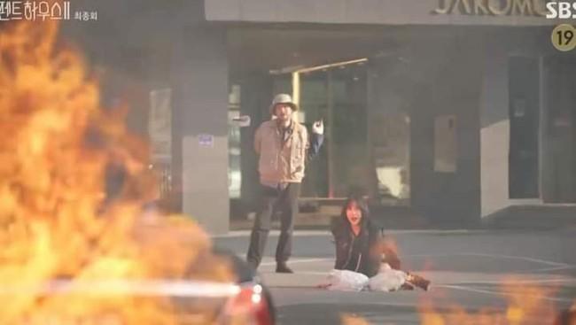 Cuộc chiến thượng lưu tập cuối phần 2: Ju Dan Tae chính là kẻ đã cải trang, bỏ bom cho Logan Lee chết? - Ảnh 4.