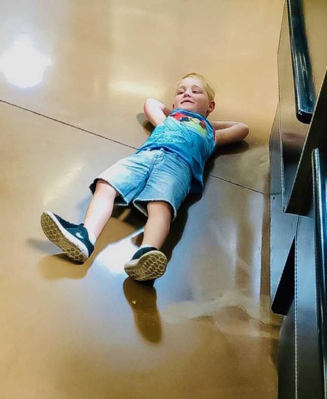 Đó không phải là một cơn giận dữ, mà đó là sự bóp nghẹt về tinh thần - câu chuyện xúc động của bà mẹ kể về con trai mắc bệnh tự kỷ - Ảnh 2.