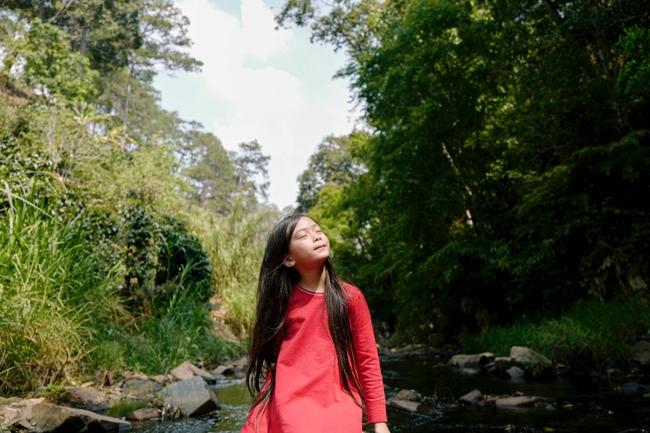Ái nữ nhà Đoan Trang khoe giọng hát trong trẻo với ca khúc hát một mình vào đúng dịp sinh nhật tuổi lên 7 - Ảnh 4.