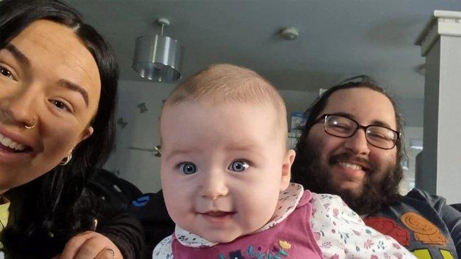 """Nghe âm thanh """"ân ái"""" phát ra từ phòng ngủ con gái 5 tháng tuổi, mẹ chạy đi kiểm tra rồi chưng hửng phát hiện nguồn cơn - Ảnh 1."""
