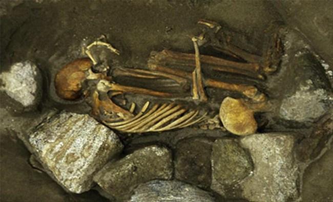 Phát hiện xác ướp 3.000 năm tuổi co quắp như bào thai dưới ngôi nhà cổ, các nhà khảo cổ mang về nghiên cứu rồi bàng hoàng biết được sự thật về 6 mạng người - Ảnh 2.